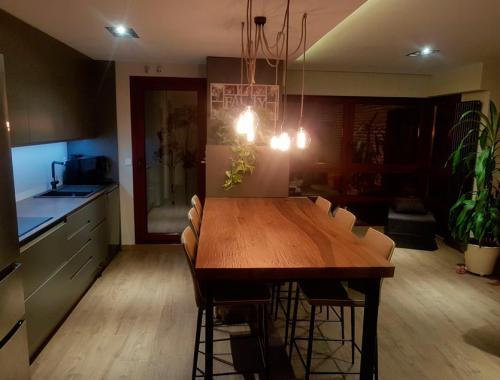 Cocina moderna, funcional y de diseño reformada por Afandecor.