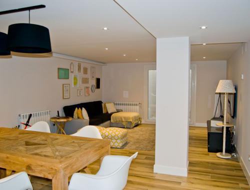 Salón comedor diseñado de forma armónica para crear una sensación de espacio y de orden.