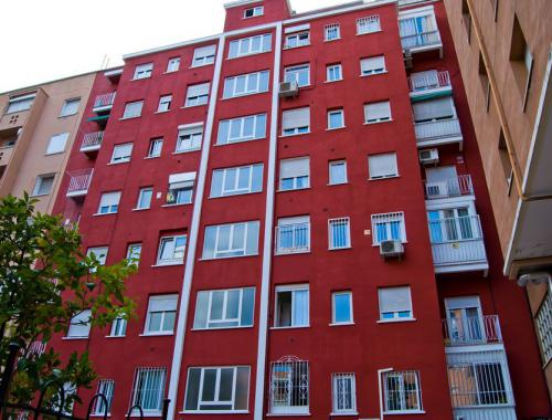 Reforma de fachada para aislar el edificio realizada por Afandecor.