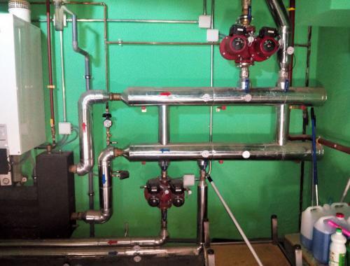 Instalación completa del sistema de tuberías, conductos y reguladores en una vivienda.